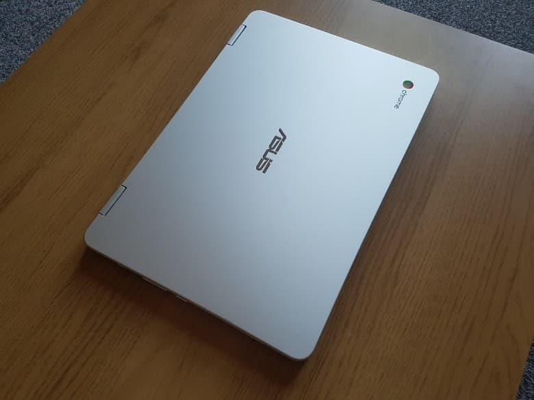 The Asus C302 looks similar to the Apple MacBook