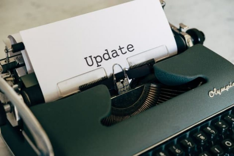 A typewriter with the word update. Showing Chrome OS devices get free automatic updates.