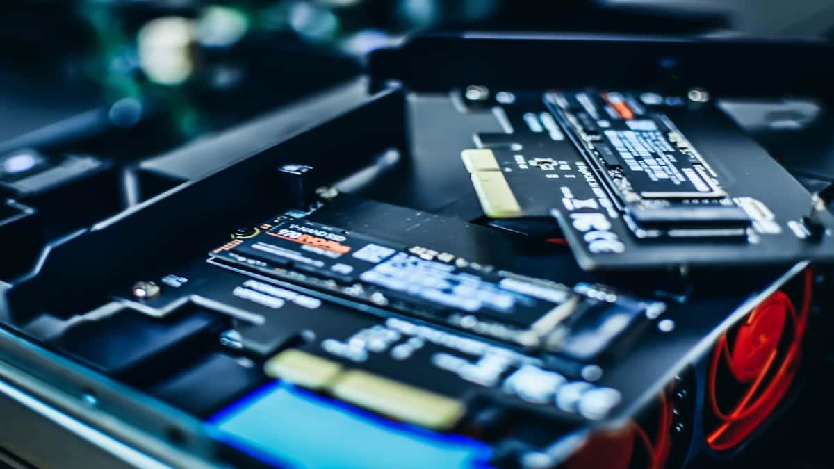 Should medium spec chromebooks offer SSD rather than emmc storage